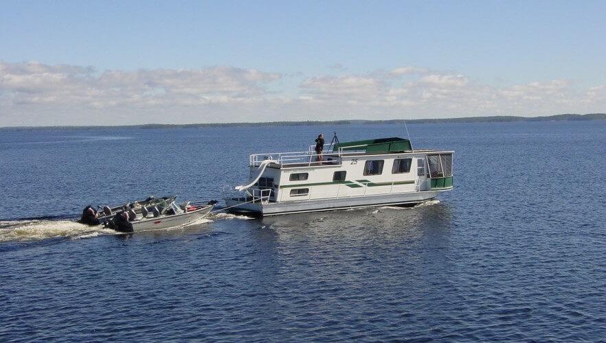 Rainy lake houseboat rentals rent houseboats on rainy for Fishing boat rental mn