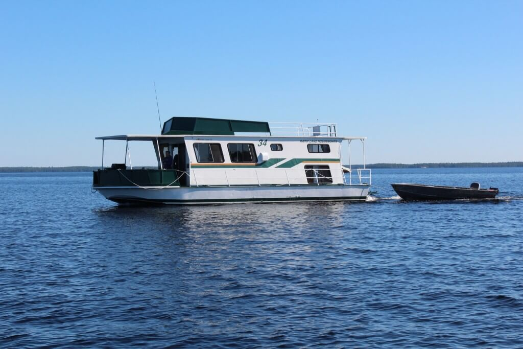 House boat rental houseboats for rent on rainy lake for Houseboats for rent in california