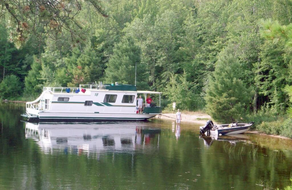 Houseboats for Rent on Rainy Lake Voyageurs National Park MN