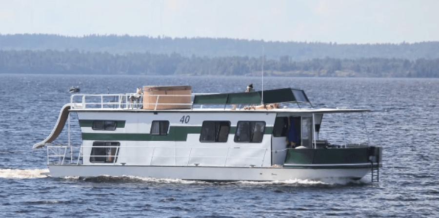 Image of Gold Rush Jacuzzi Hot Tub - Rainy Lake Houseboats