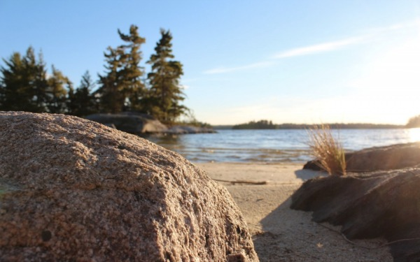 Looking out at Rainy lake from the beach on a beautiful day.